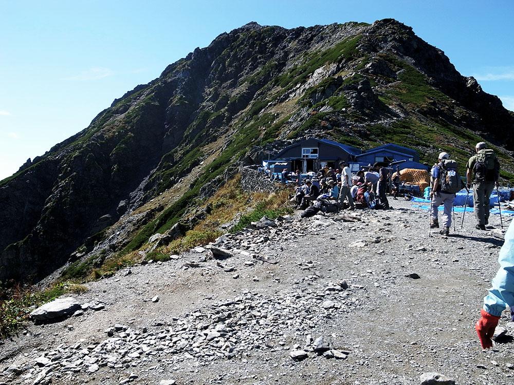 肩の小屋と北岳山頂